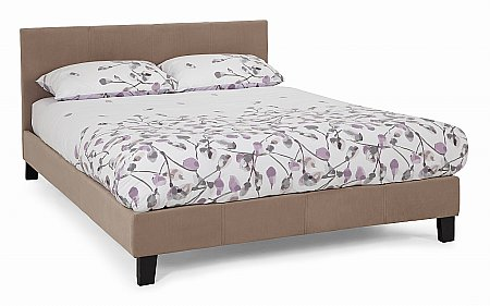 Evelyn Bedstead in Latte
